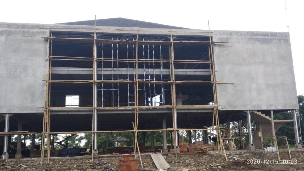Mulai pengerjaan dinding kaca sisi timur masjid Percikan Iman